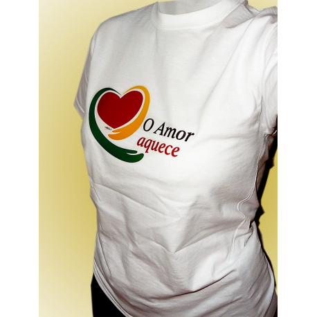 "T-Shirt ""O Amor aquece"""